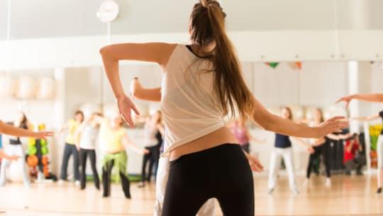 Fit durch Tanzen – immer locker aus der Hüfte
